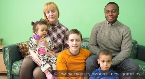 Многодетная семья изТроицка выживает вполуразрушенной хибаре Сегодня в13:38