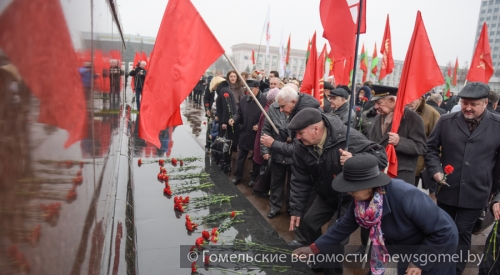 7ноября вОрле возложили цветы к монументу Ленина