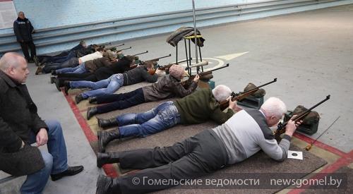 «Все наши женщины сегодня— военные». Лукашенко поздравил с23февраля