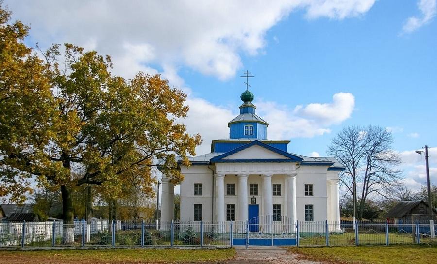Богослужения в церкви Святой великомученицы Екатерины, расположенной в деревне Гадичево, возобновились в 1989 году.